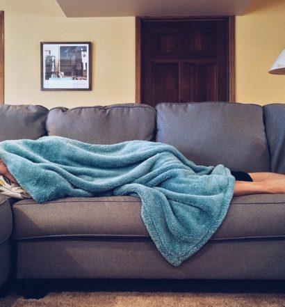 facet na kanapie