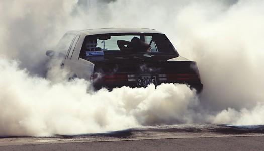 Kara za palenie w samochodzie przy dziecku tańsza od psiej kupy