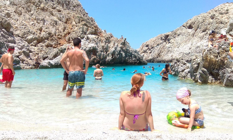 Kreta z dzieckiem na plaży Seitan Limania